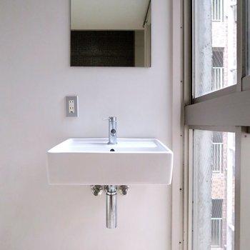 シンプルな洗面台!これまたいい!