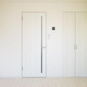 扉はホワイトで統一されていて清潔感◎