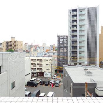 新栄の哀愁ある街並み※写真は6階の別部屋です