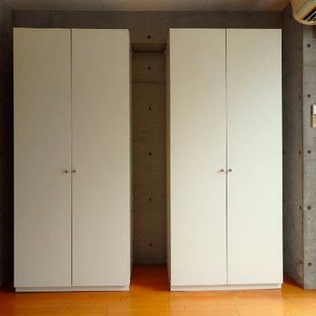 可動式収納が2つ ※写真は6階の別部屋です
