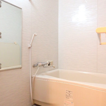 お風呂は追い焚き付きです ※写真は6階の別部屋です