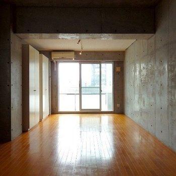 シンプルなハコが一番良ぐっときます※写真は6階の別部屋です