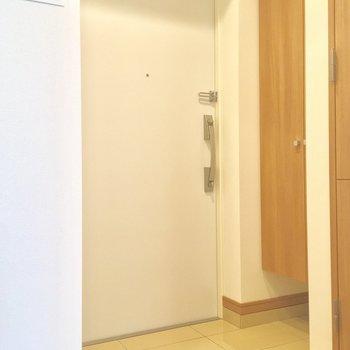 玄関なかなかゆとりがありあますなぁ※写真は4階同じ間取りの別部屋