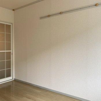 フックを活用して自分好みの部屋を。※写真は1階の同間取り別部屋のものです