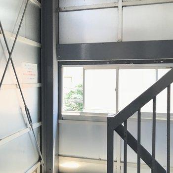 共用階段はインダストリアル的