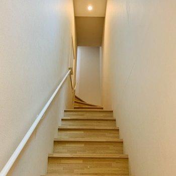 入口には少し急な階段があります。※写真は前回募集時のものです