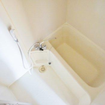 お風呂は普通サイズ