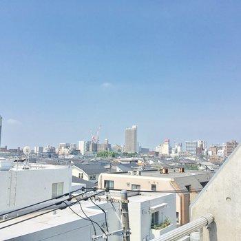 右手を向くと、武蔵小金井駅方面がチラリ