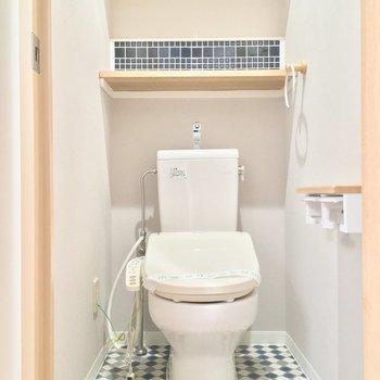 トイレが可愛いんだよね〜!ブルーが所々に散りばめられています
