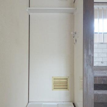 洗濯機置場はキッチン横に。 ※通電前の写真です