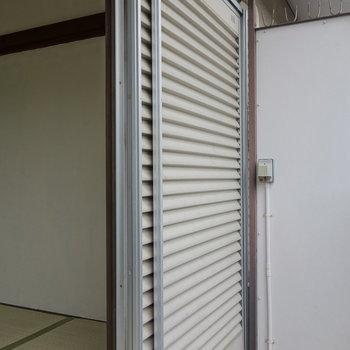 和室も洋室もシャッター閉められます。