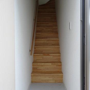 玄関は1階です※写真は同階の反転間取りの別部屋