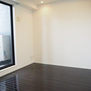 4.3帖のお部屋です。※写真は13階別部屋反転間取りです。