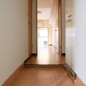 玄関タイルがカワイイ〜〜!※写真は9階の似た間取り別部屋のものです