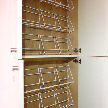 シューズボックスはこちらっ※写真は9階の似た間取り別部屋のものです