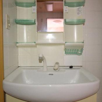 洗面台は定番のやつ〜※写真は9階の似た間取り別部屋のものです