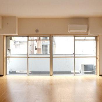 窓が大きいです!※写真は9階の似た間取り別部屋のものです