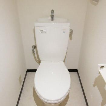 トイレはキチンと個室!ノンウォシュレット※写真は9階の似た間取り別部屋のものです