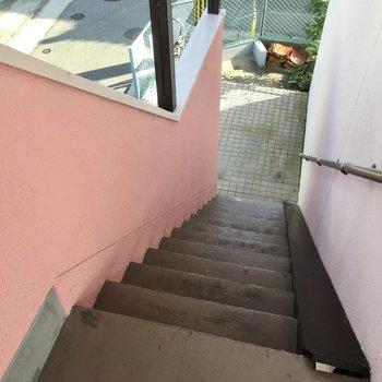 階段で2階まで。このくらいなら楽ちんですね。