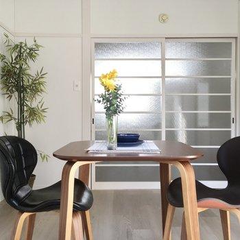 白を基調とした清潔感のある洋室。(※写真の家具・小物は見本です)