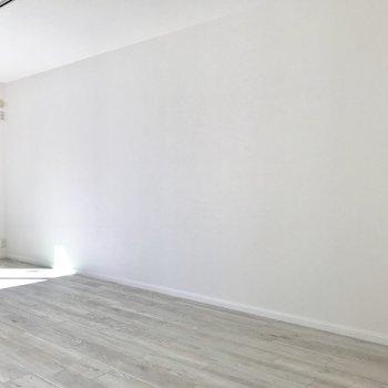 主張が強くない家具を置きたくなりますね。※写真は1階の反転間取り別部屋のものです。
