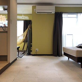 黄緑色が印象的。※家具は残置物です(撤去も可能)※クリーニング前です