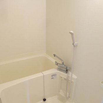 浴室もシンプルに。広さも程よくあります。※写真は別室です