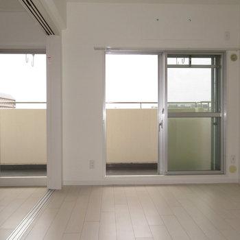 2面の窓があり