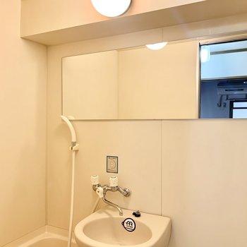 横長の大きな鏡が使いやすい!