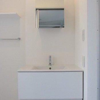 真っ白な独立洗面台。脱衣所としても◎※写真は前回募集時のものです