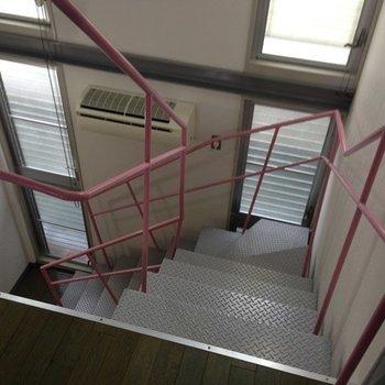 階段の手すりが立体的!※1階の同間取り別部屋のものです