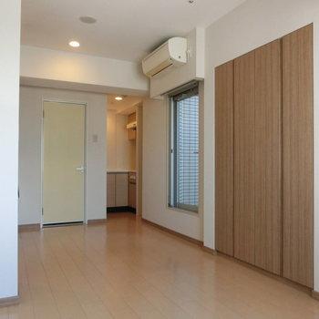 ※12階同間取り別部屋の写真です反対側から。キッチンが見えます。