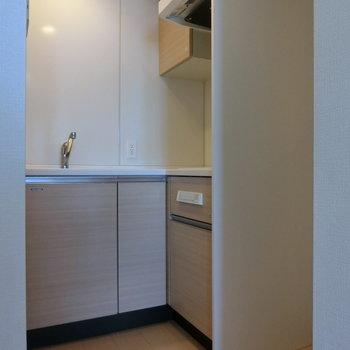 キッチンは隅の方に。 ※12階同間取り別部屋の写真です