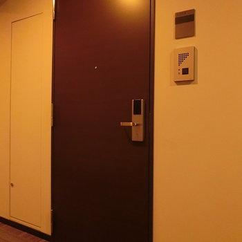 玄関扉、カードでらくらく開閉できます!!