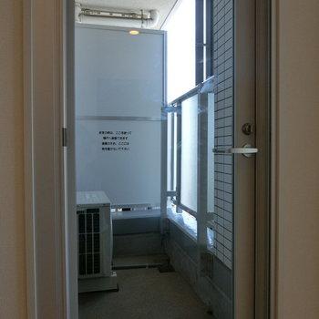 バルコニーへの扉 ※12階同間取り別部屋の写真です