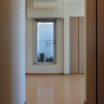玄関からの眺め。 ※12階同間取り別部屋の写真です