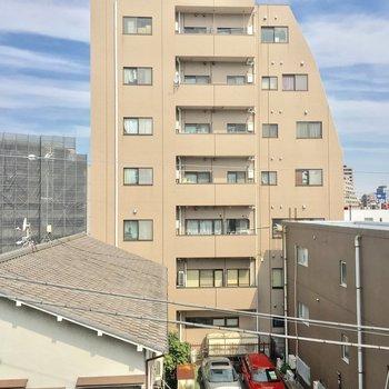 そんな洋室からの眺望。まあまあかな※4階別部屋反転間取りの写真です。