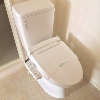 トイレもこちらに。ウォシュレット付いてます!※4階別部屋反転間取りの写真です。