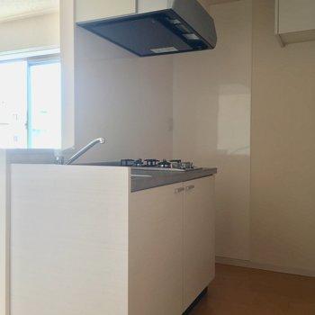 キッチンはちょこっとだけ対面!※4階別部屋反転間取りの写真です。