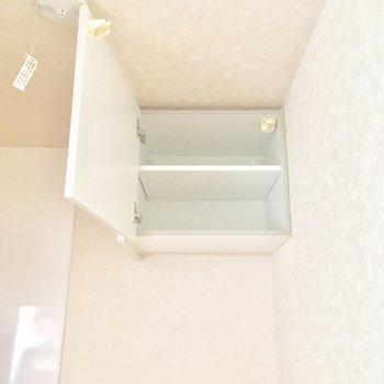 キッチンにもこんな収納棚が!助かる〜※4階別部屋反転間取りの写真です。