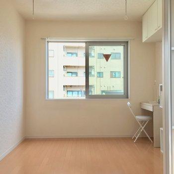 そしてこちらが約4.4帖の寝室!※4階別部屋反転間取りの写真です。