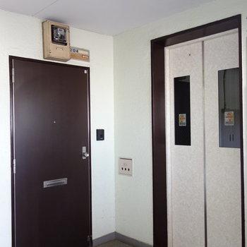 以上、お部屋でした。しっかりエレベーターで。