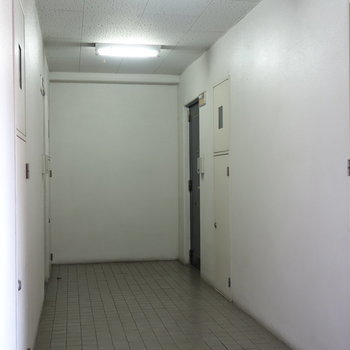 お部屋は右手の奥の角部屋なんでした。