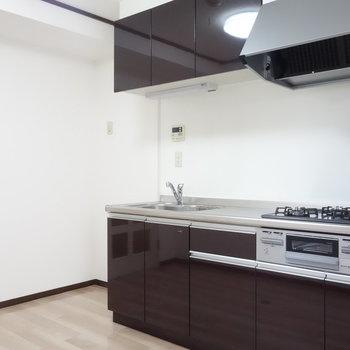 ここがキッチン。冷蔵庫置けちゃいますね。