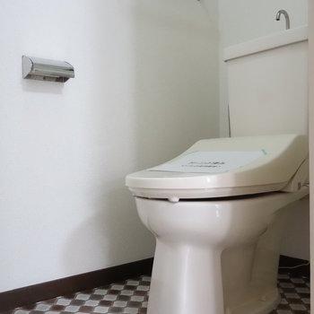 トイレはちゃんと個室。しかも、ウォシュレットも!