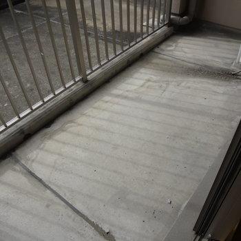 バルコニーは広々。洗濯物もよく乾きそう。※写真は4階の反転間取り別部屋のものです