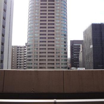 大濠公園は見えず・・・※写真は4階からのものです