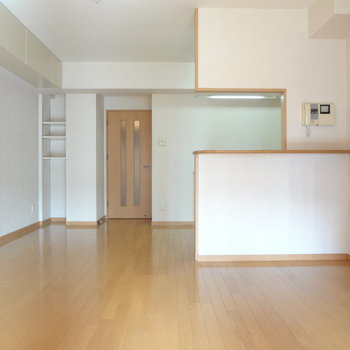 リビングは広々!※写真は4階の反転間取り別部屋のものです