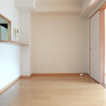 こっちにはダイニングテーブルかな。※写真は4階の反転間取り別部屋のものです