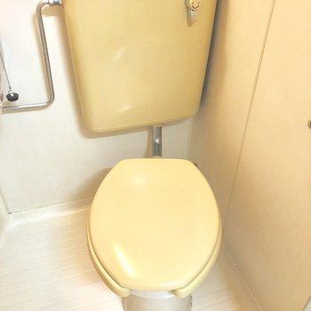 トイレはこちら。少し狭いかな。。